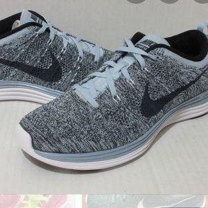 Nike women's flyknit lunar size 10.5